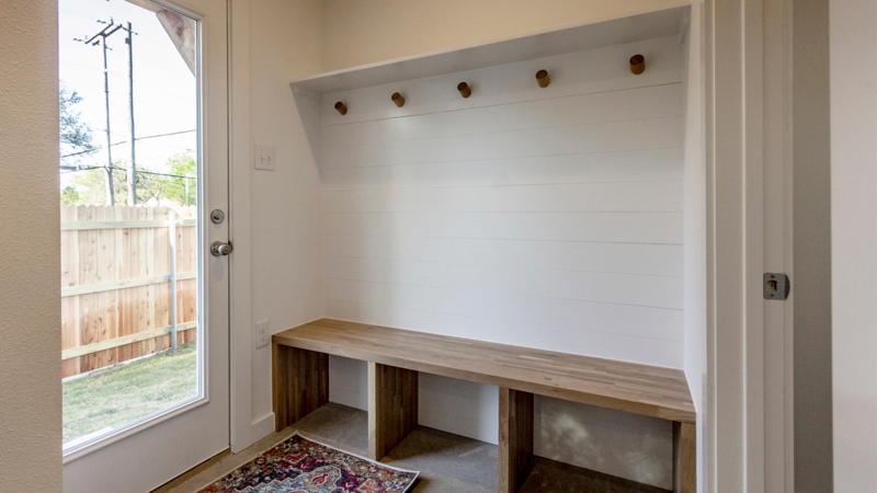 MudRoom or Mud Bench: Options & Features for Custom Home