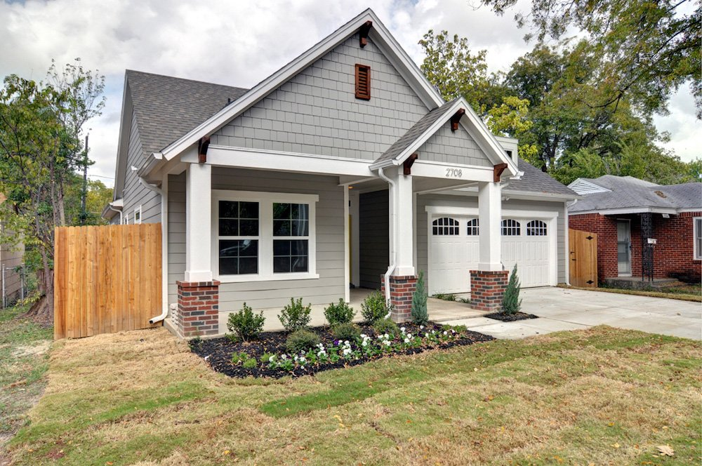 Exterior Home Design (North Texas): Craftsman House with Porch