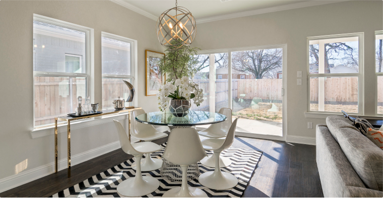 Kitchen Design: Dining Room With Chandelier