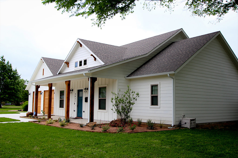 Exterior Home Design (North Texas): White farmhouse
