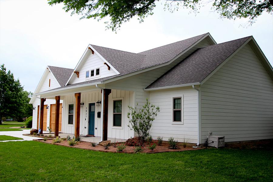 Exterior Home Design (North Texas): White farmhouse