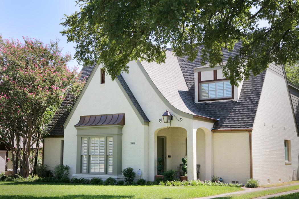 Exterior Home Design (North Texas): wabash stucco and brick home