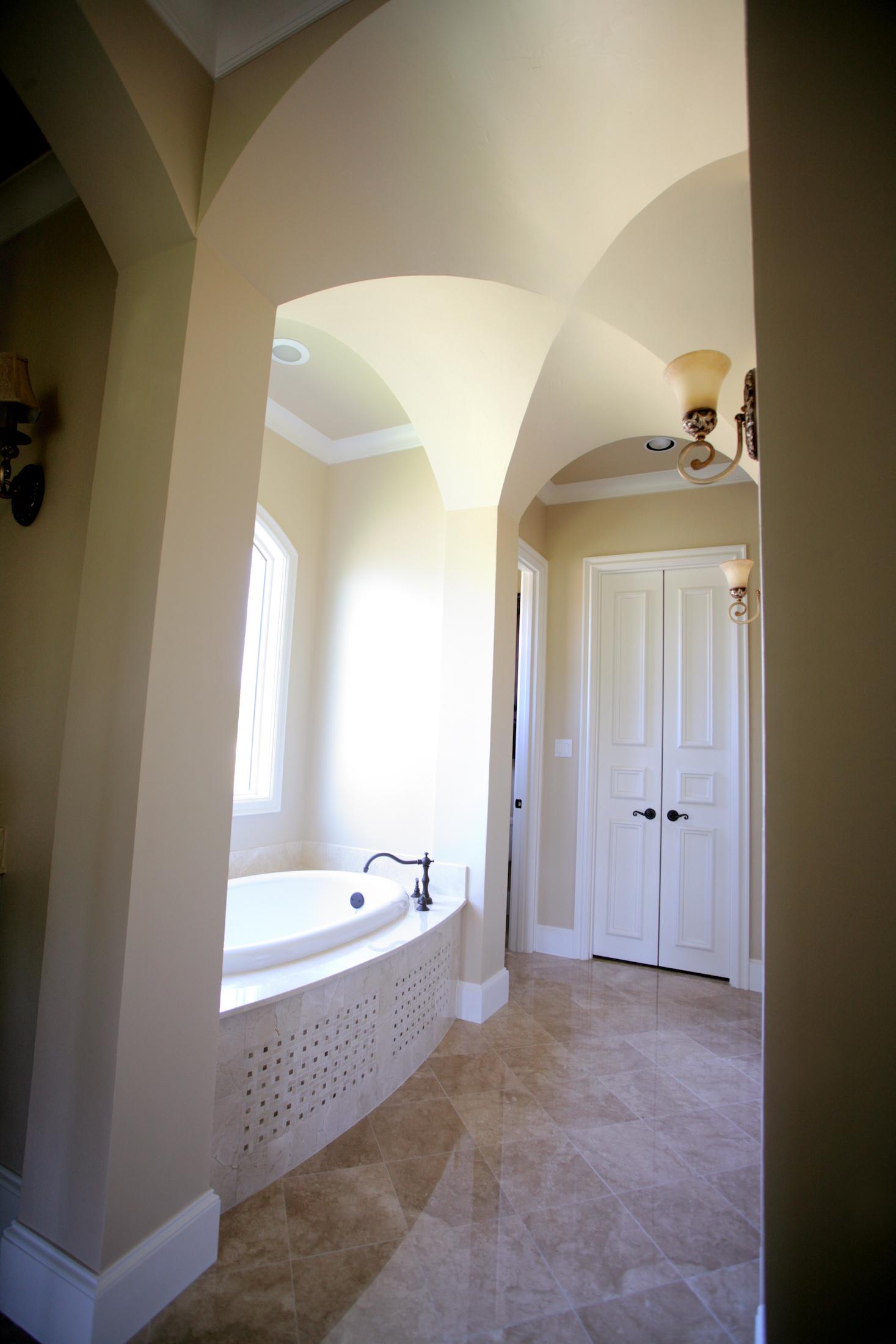 Bathroom Design (Custom Texas Homes): Groin Arch in Master Bath