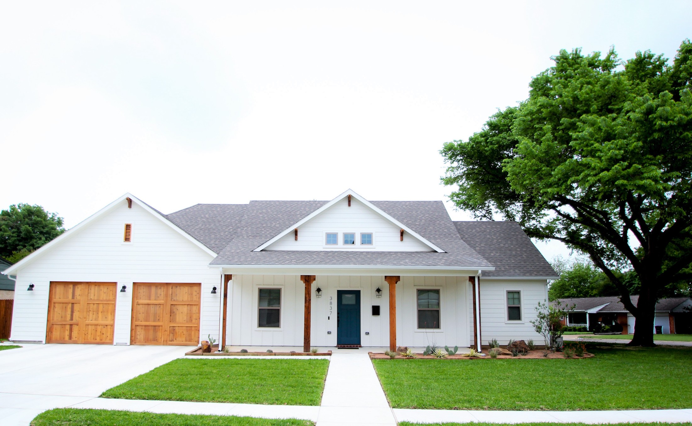 Exterior Home Design (North Texas): white farmhouse from front