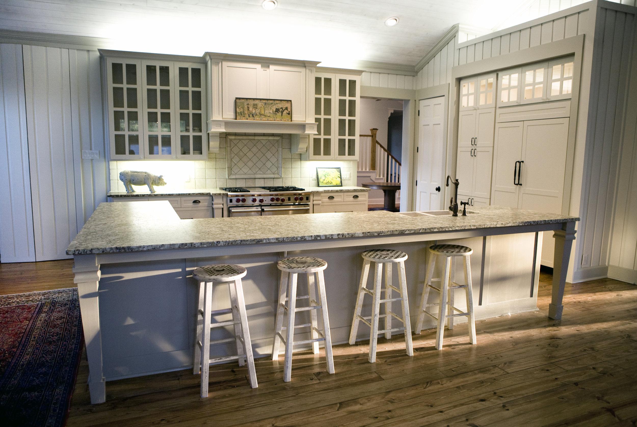 Kitchen Design: Custom Kitchen With Wood Cabinets